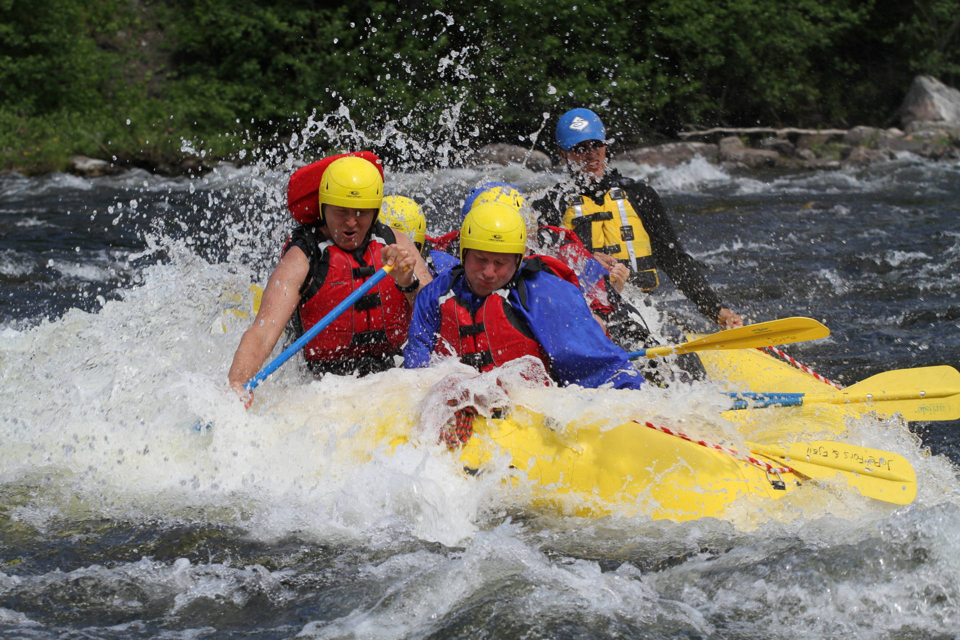 Medium level rafting in Tångböleströmmarna, Åre