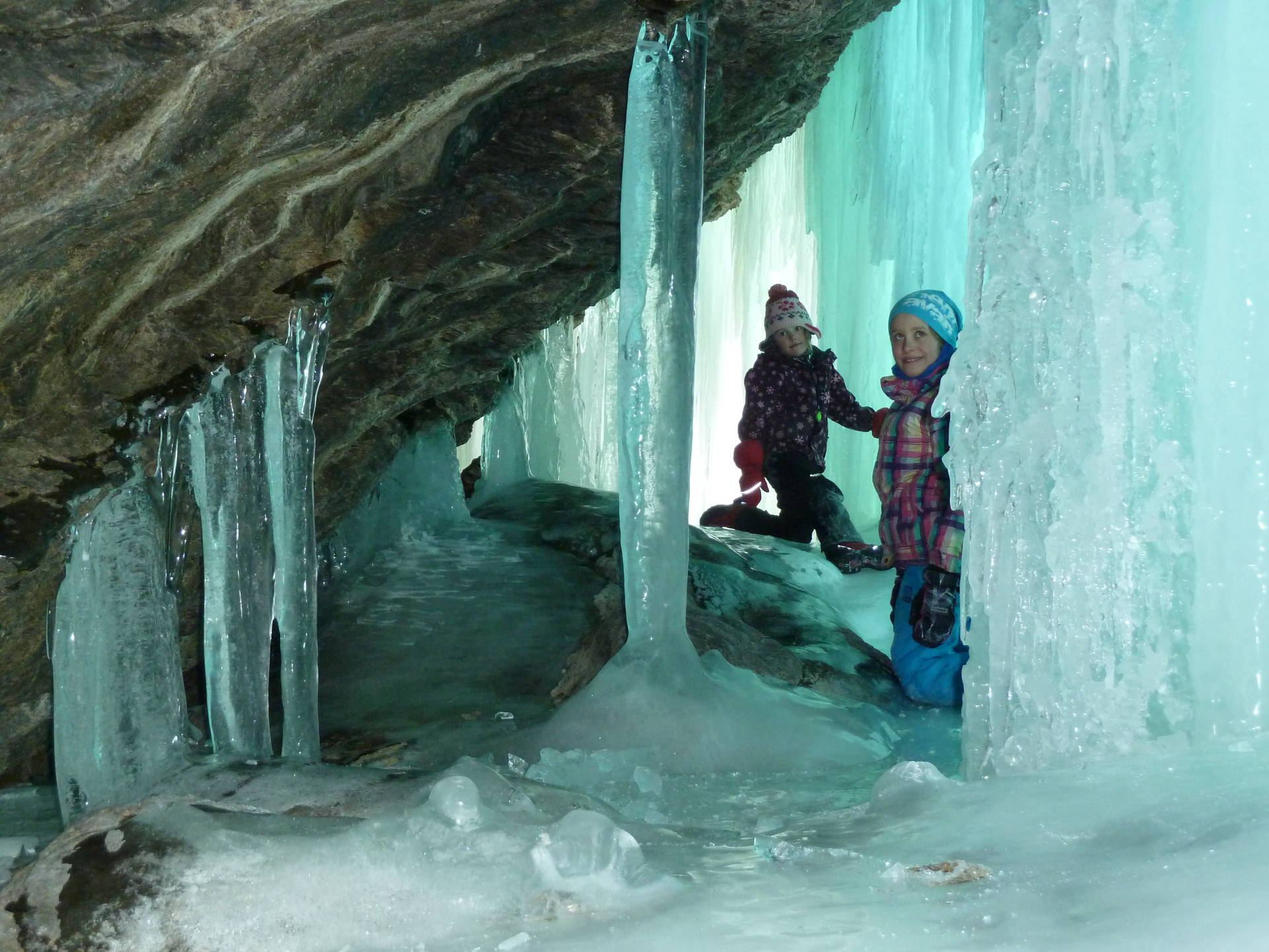 Ice climbing with visits in ice – and limestone cave